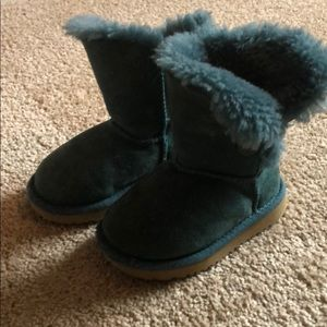Authentic toddler Bailey button Ugg boots sz 7